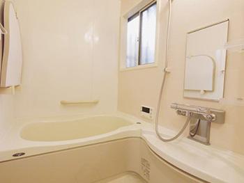 ライオンホームの浴室リフォーム。お風呂場です。アイボリーカラーの浴室です。
