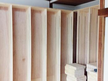 ライオンホームの和室リフォーム。壁側が全て本棚になりました。棚板も自由な位置で付けられます。