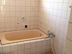 長岡京市のお風呂浴室リフォーム。リフォーム前はタイル張りのお風呂でした。