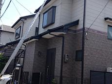 長岡京市の中古マンションリノベーション。リフォーム前の外観です。色褪せが目立ちます。