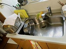 ライオンホームでキッチンリフォーム。トクラスのオレンジのキッチンです。ステンレスのシンク。