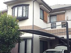 長岡京市の外壁屋根塗装リフォーム。リフォーム前の外観です。モルタルにボンタイル吹き付けの築17年の木造住宅です。