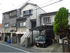 大山崎町の外壁塗装リフォーム。築18年のお住まいが3軒並んでいます。リフォーム前の外観です。