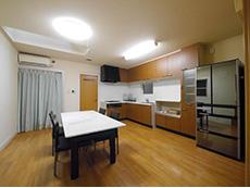 大山崎町のリビングリノベーション。広いダイニングキッチンです。