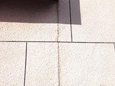 西京区の外壁、屋根塗装リフォーム。リフォーム前の外壁です。ひび割れや色褪せがたくさんありました。