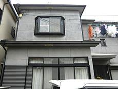 長岡京市の外壁塗装とベランダ増築リフォーム。リフォーム前は、石目調とスタッコの吹き付けがされていました。