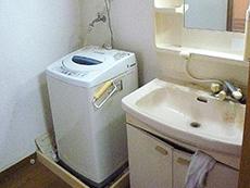 大山崎町のお風呂、洗面台リフォーム。交換前の洗面台。こちらも18年経っているそうです。