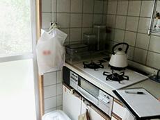 西京区のキッチン増築リフォーム。リフォーム前のキッチンです。