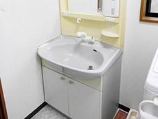 長岡京市のトイレキッチン浴室洗面リフォーム。リフォーム前の洗面台です。丁寧にお掃除されていたのでとてもキレイな状態。