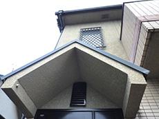 長岡京市の屋根外壁塗装リフォーム。玄関ポーチ上の屋根。