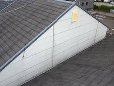 長岡京市の外壁屋根塗装リフォーム。屋根も外壁も太陽光で変色し、劣化が進んでいました。