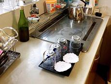 ライオンホームでキッチンリフォーム。キッチンの水栓とIHクッキングヒーターは、そのまま再利用します。