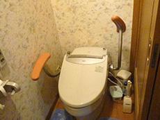 長岡京市の店舗をリビングにリフォーム。リフォーム前のトイレ。