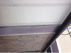 長岡京市の屋根外壁塗装リフォーム。外壁のアクセントボーダーが劣化して色褪せています。薄いあずき色のようになっています。