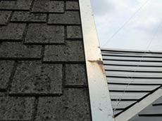 向日市の屋根塗装リフォーム。屋根の板金が錆びています。塗り替えが必要です。