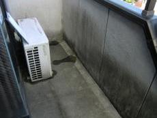 大山崎町で外壁塗装リフォーム。バルコニーです。バルコニーの防水が劣化して、雨漏りがしていました。