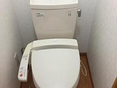 向日市で中古住宅を購入してリノベーション。リフォーム前のトイレです。