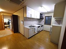 長岡京市の店舗をリビングにリフォーム。リフォーム前のダイニングキッチンです。