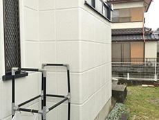 お風呂浴室リフォーム。浴室の外側の白い外壁。