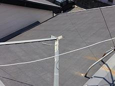 長岡京市の屋根外壁塗装リフォーム。リフォーム前の屋根の板金です。