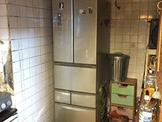 ライオンホームでリノベーション。キッチンの奥に冷蔵庫があります。