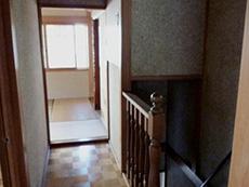 長岡京市の中古住宅リフォーム。リフォーム前の2階の踊り場です。