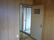 長岡京市の中古住宅リフォーム。リフォーム前の2階の洋室。