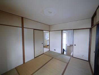 大山崎町の中古円団マンションリノベーション。リビングダイニングキッチンから続いている6畳の和室です。