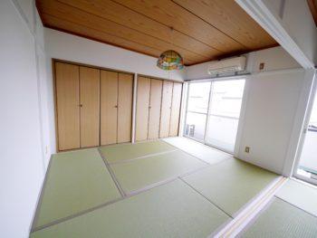 長岡京市の二世帯住宅リフォーム。リフォーム後の2間続きの和室です。畳が新しくなり青々として美しいです。
