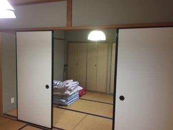 長岡京市の二世帯住宅リフォーム。2間続きの和室です。押入れではなくクローゼットになっています。
