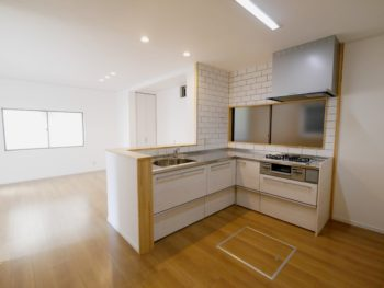 大山崎町で実家のリノベーション。リフォーム後のキッチンは、L字型です。