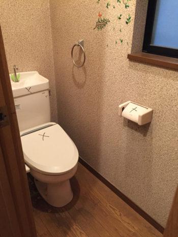 向日市の3階建て中古住宅リノベーション。リフォーム前の2階のトイレ。