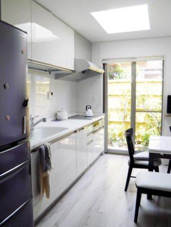 西京区のキッチン増築リフォーム。リフォーム後のキッチンは、ヤマハ システムキッチン ベリー。色はホワイトです。