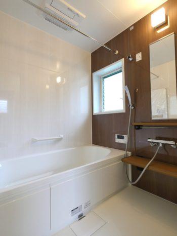 長岡京市の中古住宅丸ごとリフォーム。リフォーム後のお風呂です。クリナップのシステムバスルーム、ユアシス。浴室まるごと保温と高断熱浴槽で、あたたかさを2重に。