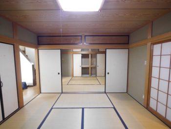 長岡京市の中古住宅リノベーション。リフォーム前の和室。続き間で12畳あります。