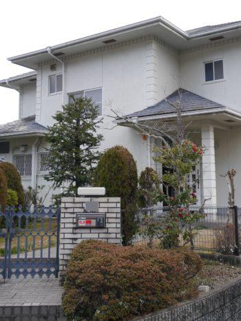 長岡京市の中古住宅丸ごとリフォーム。ライオンホームで物件探しから。お庭のある白い外壁の中古住宅です。