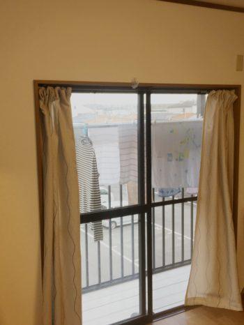 向日市の中古住宅リノベーション。リフォーム前の3階の洋室。洗濯物を干すベランダがある部屋です。