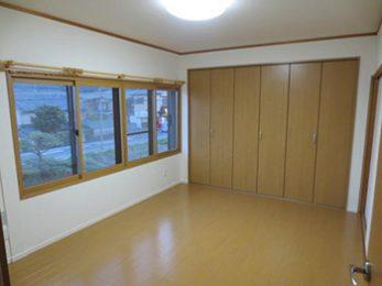 長岡京市の子ども部屋リフォーム。6畳の和室が洋室になりました。床のフローリングはパナソニックのVフロアー。色はエクセルナチュラルです。